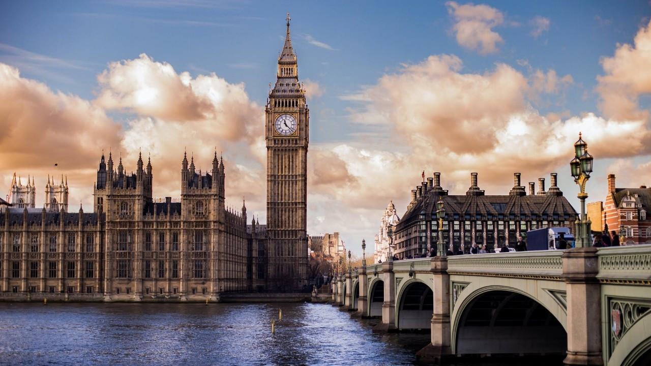 İngiltere, 74 yılın en yüksek kamu borçlanmasını yaptı
