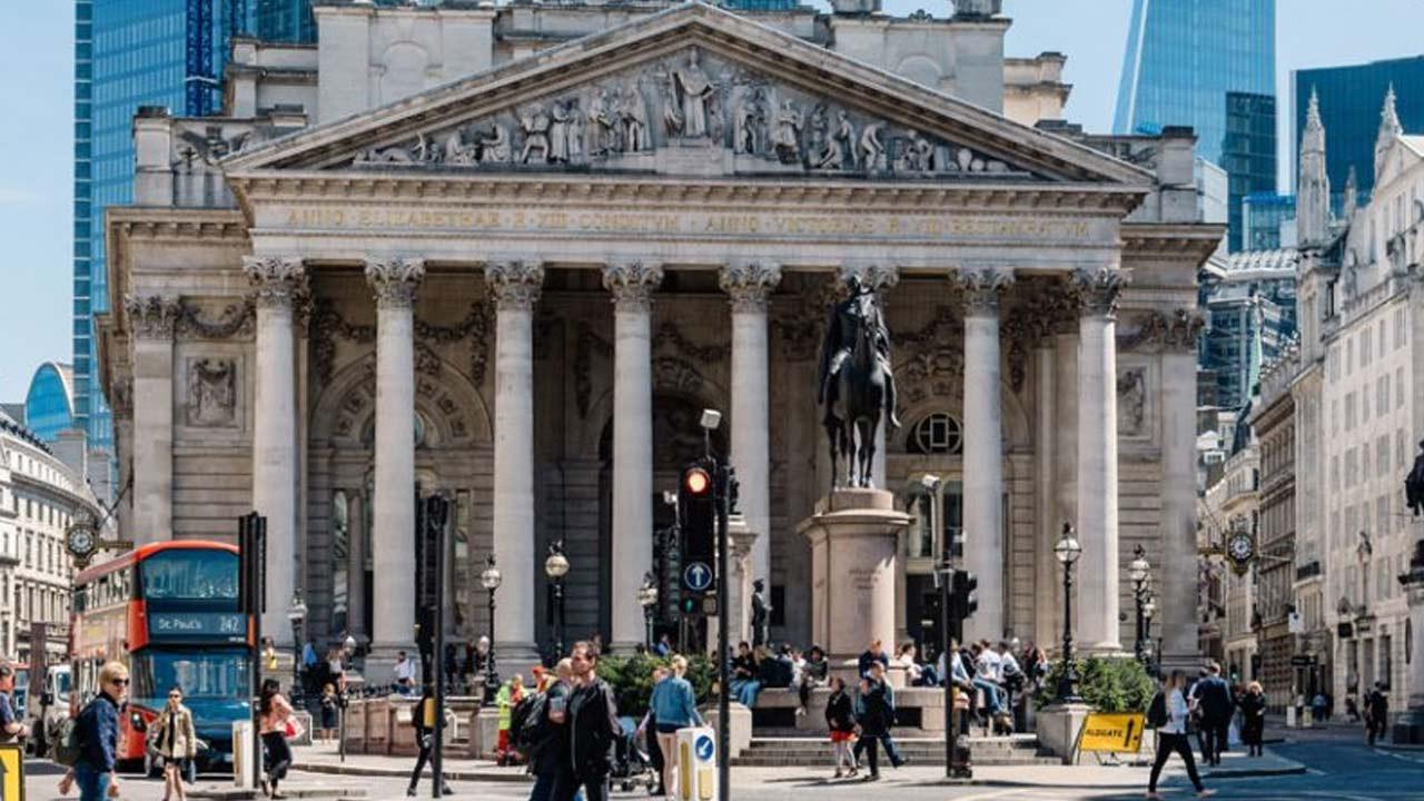 İngiltere'de bankaların temettü sınırlaması kaldırıldı